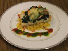 Überbackenes Kablejaufilet, Garnelen, Spinat mit Safranorzo und geräuchertem Lachs - Rezept