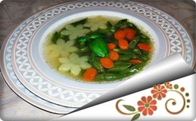 """Grüne Bohnensuppe mit """"Kartoffelblüten"""" auf Geflügelbouillon-Basis - Rezept - Bild Nr. 852"""