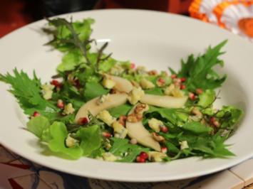 Rucola Salat mit Tipperary Blue, Birne und gerösteten Nüssen - Rezept
