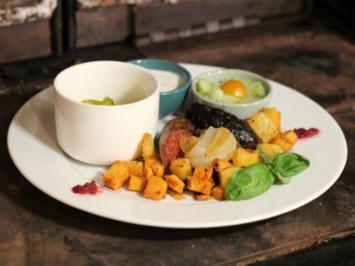 Ungarische Rhapsodie vom Freilaufschwein mit Gurkenterzett und Röstgemüse - Rezept
