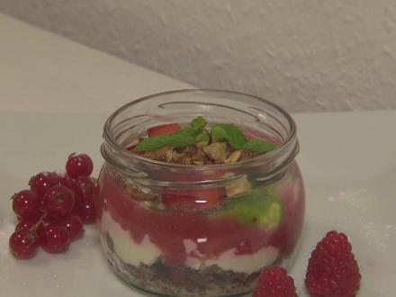 Trifle von roten und grünen Beeren - Rezept