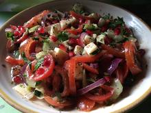 Tomaten-Gurkensalat mit Granatapfel und Käse - Rezept - Bild Nr. 927
