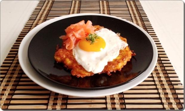 Hokkaido-Kartoffel-Rösti mit Spiegelei und Wildlachs - Rezept - Bild Nr. 928