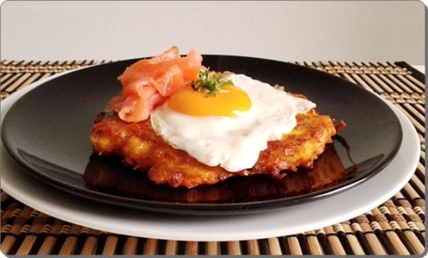 Hokkaido-Kartoffel-Rösti mit Spiegelei und Wildlachs - Rezept - Bild Nr. 941