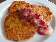 Kürbis-Kartoffelpuffer mit Apfel-Preiselbeer-Kompott - Rezept - Bild Nr. 940