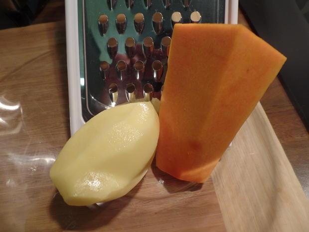 Kürbis-Kartoffelpuffer mit Apfel-Preiselbeer-Kompott - Rezept - Bild Nr. 942