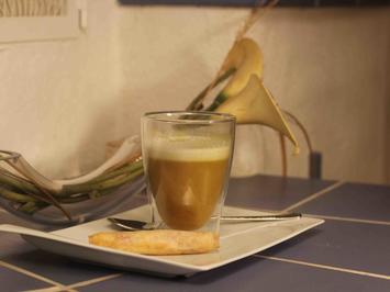 Rezept: Currysüppchen mit Zitronengras-Kokos-Schaum und knusprigen Schinkenröllchen