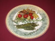 Schweinefilet aus dem Ofen auf Kartoffeln und Tomaten mit grünen Bohnen - Rezept