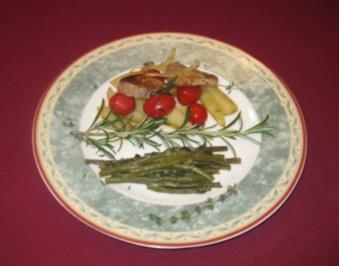Rezept: Schweinefilet aus dem Ofen auf Kartoffeln und Tomaten mit grünen Bohnen