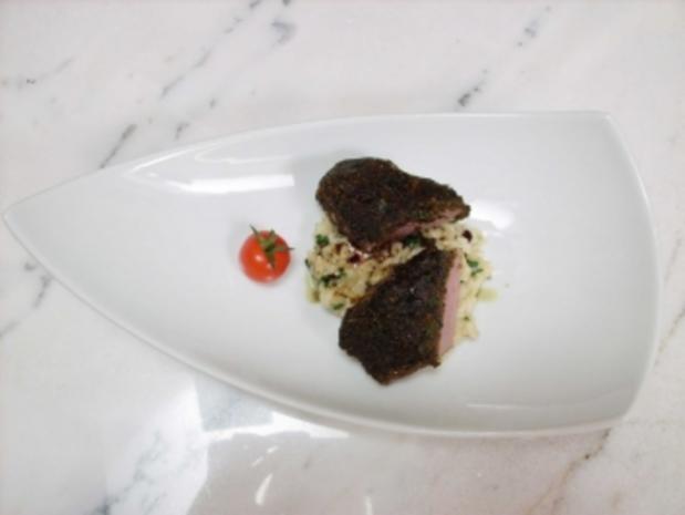Lamm in Kräuter-Oliven-Kruste an Spinatrisotto - Rezept
