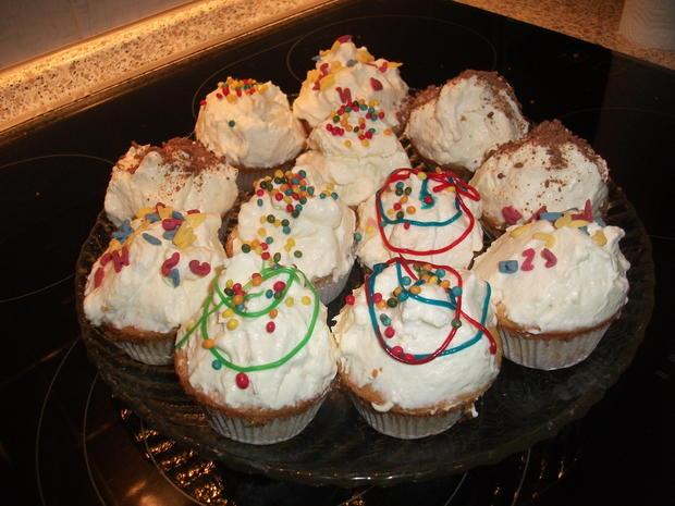 Muffins mit Sahne-Schmand-Haube  - Rezept - Bild Nr. 952
