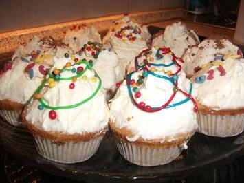 Muffins mit Sahne-Schmand-Haube  - Rezept - Bild Nr. 953