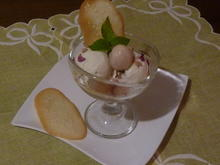 Rosenblüten Glace mit Litschi Früchte - Rezept - Bild Nr. 1032