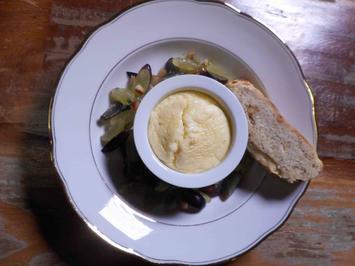 Herzhaftes Käsesoufflé mit Traubensalsa und Walnussbaguette - Rezept - Bild Nr. 1068