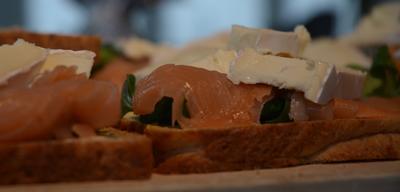Toast mit Lachs und Camembert auch vom Grill - Rezept