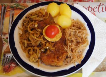 Panierte Schweinenackensteaks mit Zwiebelringen, Weißkraut und Kartoffeln - Rezept - Bild Nr. 1139