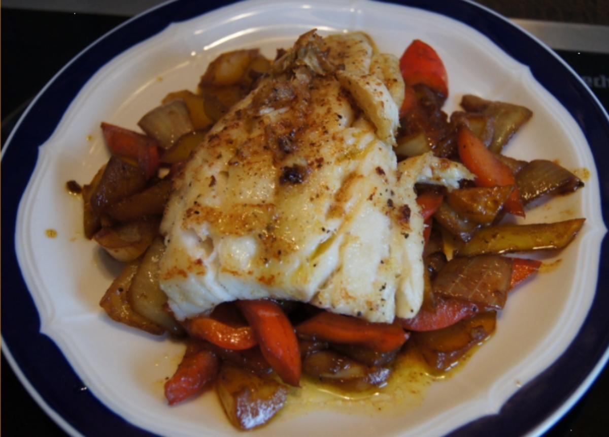 Kabeljau Filet auf Paprika-Gemüsezwiebel-Gemüse - Rezept Durch MausVoh