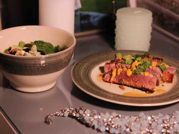 Seared Ahi mit einer Sesamkruste und Waldorf-Salat - Rezept