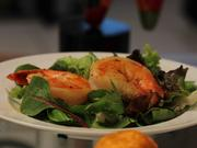 Garnelen mit Knoblauch und Chilischote auf Blattsalat mit Orangen-Sesam-Öl und Curry - Rezept - Bild Nr. 1207