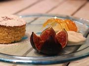 Torta de Santiago mit sahnigem Eis und gratinierten Feigen - Rezept