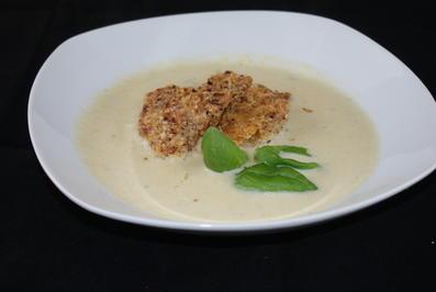 Rezept: schnelle Gemüsesuppe mit paniertem Blumenkohl