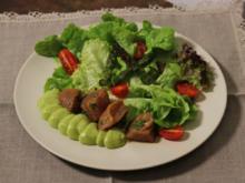 Marinierter Thunfisch mit Avocado und Salat - Rezept