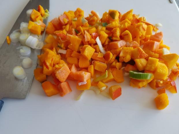 Gemüsiger Fleischsalat u. frisch gebackenem Klumpenbrötchen - Rezept - Bild Nr. 1328