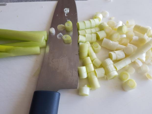 Gemüsiger Fleischsalat u. frisch gebackenem Klumpenbrötchen - Rezept - Bild Nr. 1331