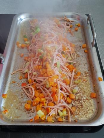 Gemüsiger Fleischsalat u. frisch gebackenem Klumpenbrötchen - Rezept - Bild Nr. 1333