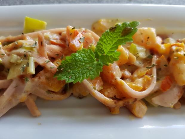 Gemüsiger Fleischsalat u. frisch gebackenem Klumpenbrötchen - Rezept - Bild Nr. 1339