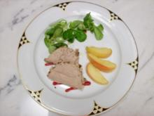 Geflügelleberparfait im Walnussmantel mit Apfel-Spalten - Rezept