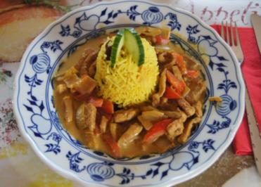 Rezept: Paprika-Zwiebel-Geschnetzeltes mit Sultaninen-Reis