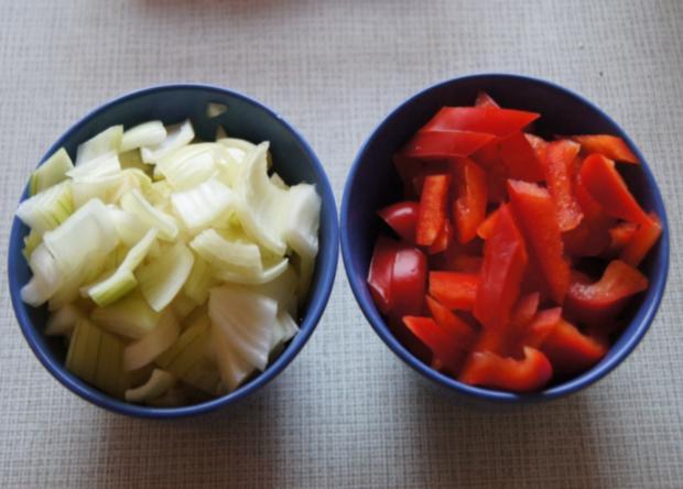 Paprika-Zwiebel-Geschnetzeltes mit Sultaninen-Reis - Rezept - Bild Nr. 1350