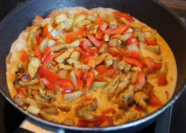 Paprika-Zwiebel-Geschnetzeltes mit Sultaninen-Reis - Rezept - Bild Nr. 1360