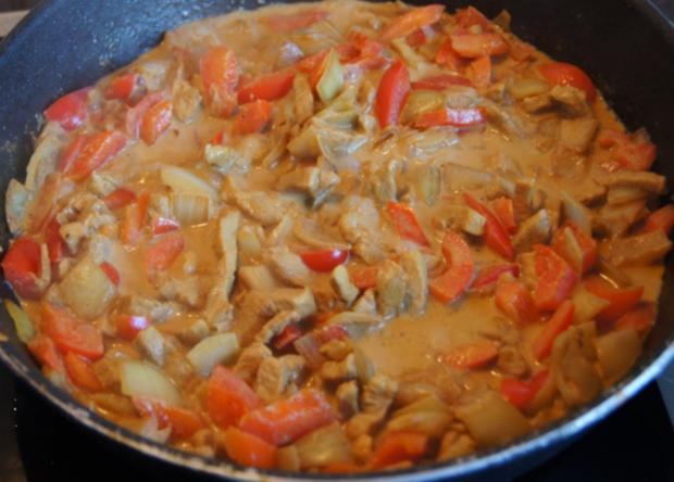 Paprika-Zwiebel-Geschnetzeltes mit Sultaninen-Reis - Rezept - Bild Nr. 1361