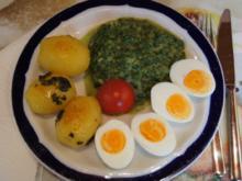 Gekochte Eier mit Zwiebel-Senf-Rahmspinat und angebratene .. Pellkartoffeln mit Petersilie - Rezept - Bild Nr. 1370