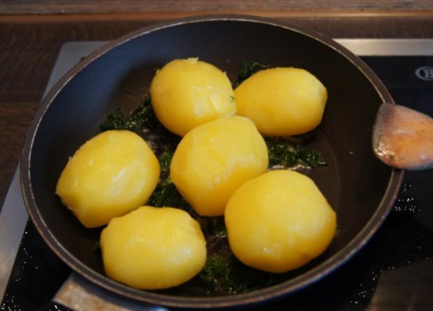 Gekochte Eier mit Zwiebel-Senf-Rahmspinat und angebratene .. Pellkartoffeln mit Petersilie - Rezept - Bild Nr. 1379