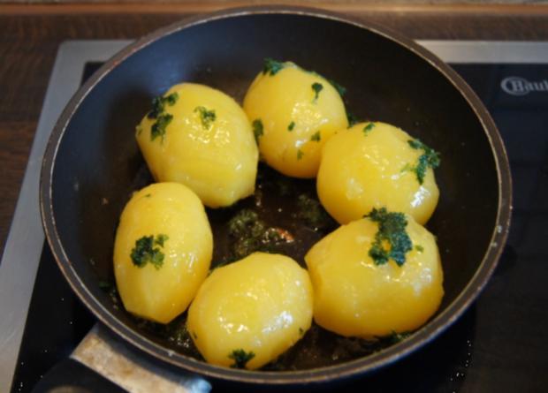 Gekochte Eier mit Zwiebel-Senf-Rahmspinat und angebratene .. Pellkartoffeln mit Petersilie - Rezept - Bild Nr. 1380