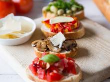 Zweierlei Bruschetta mit Tomaten und Pilzen - Rezept
