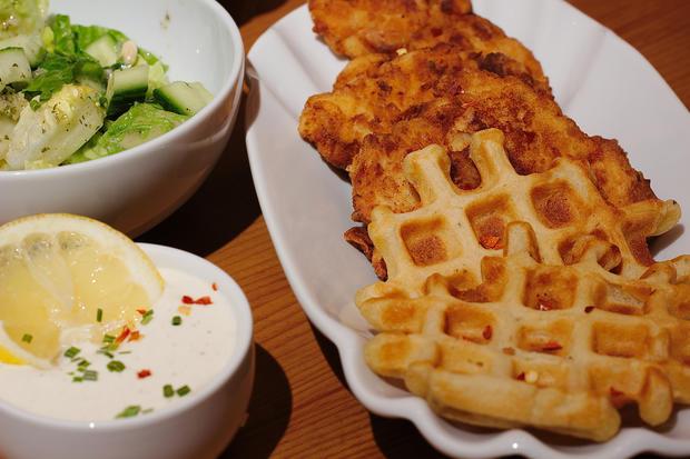 Fried Chicken mit Waffeln & Sour Cream - Rezept