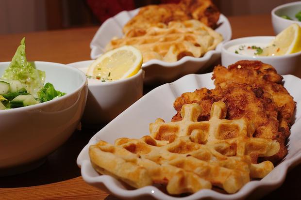 Fried Chicken mit Waffeln & Sour Cream - Rezept - Bild Nr. 3