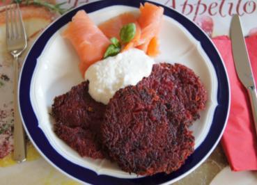Rote Bete Puffer mit Räucherlachs und Jogurt-Meerrettich-Creme - Rezept