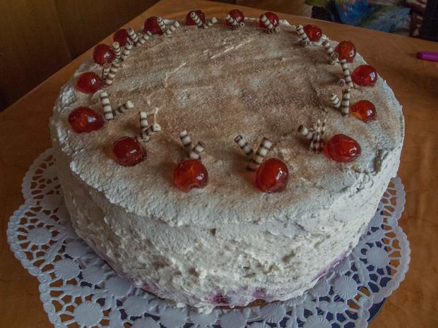 Kuchen: Spekulatius-Torte mit Glühweinkirschen - Rezept