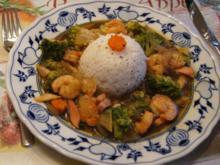 Gemüsewok mit Fleischwurst und Garnelenschwänzen - Rezept