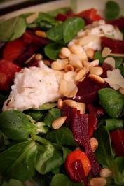 Vorspeise: Panierter Ziegenkäse auf winterlichem Salat - Rezept