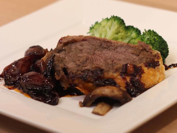 Beef-Wellington mit Rotwein-Schalotten und Broccoli - Rezept