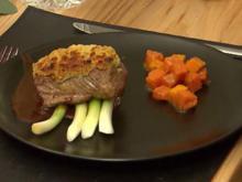 Salzwiesenlamm mit Absinth, Lauchzwiebeln und konfiertem Kürbis - Rezept