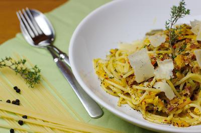 Kürbis-Weißwein-Specksoße mit Spaghetti - Rezept