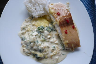 Rezept: Lachs auf Spinat mit Sahnesoße