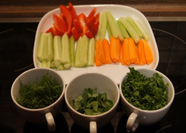 Gemüsesticks mit Kräuter-Quark-Dip - Rezept - Bild Nr. 3